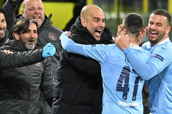 Manchester City are a team with 11 unique goalscorers after just five games in all competitions. Blues Manchester City, the top team from the English Premier League. As many as 11 players in the squad have scored and scored 17 goals in just five games. Manchester City have had a rough time in the summer market. The deal failed to seal the deal for Harry Kane from Tottenham Hotspur, with only one new signing, Jack Grealish from Aston Villa, for £100m from Aston Villa. Missing Kane leaves Pep Guardiola's squad with only one central striker, Gabriel Jesus. With almost no striker in the squad, Pep Guardiola has sent a number of players to play as a trick-or-treating FALSE 9 such as Ilkay Gundogan, Raheem Sterling, Kevin De Bruyne and most recently Ferran Torres, despite their 1-0 defeat to Spurs on the opening day of the season, everything seemed to start to fall apart as they won four in a row. Scored 17 goals and there are many players who can score. List of 11 players who have scored for Manchester City after just 5 games in all competitions. Nathan Ake Joao Cancelo Raheem Sterling Ilkay Gundogan Gabriel Jesus Jack Grealish Aymeric Laporte Rodri Bernardo Silva Ferran Torres Riyad Mahrez